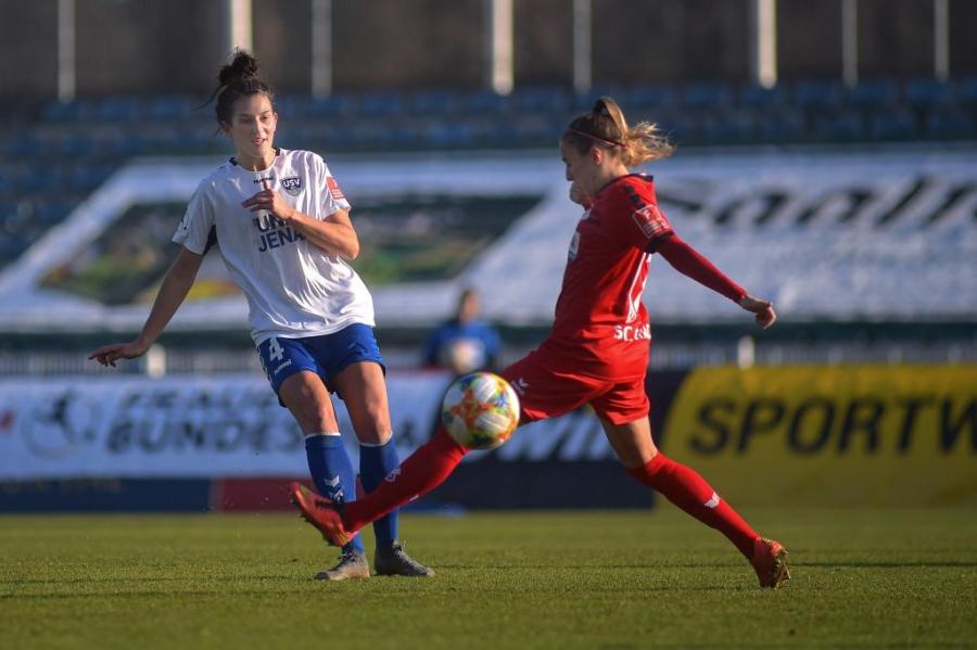 Verteidigerin Nicole Stratford verlässt den FF USV Jena mit sofortiger Wirkung aus privaten Gründen.
