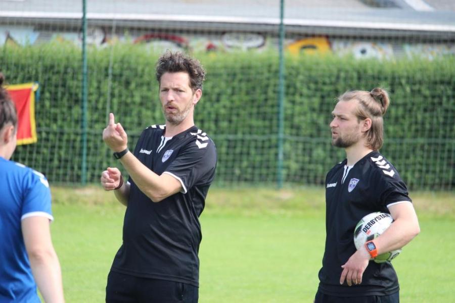 Auftakt beim FF USV Jena .. Erstes Vorbereitungstraining unter dem neuen Trainer Christopher Heck absolviert.